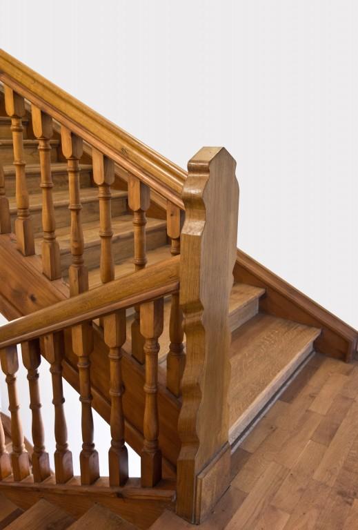 l escalier en parquet ou stratifi. Black Bedroom Furniture Sets. Home Design Ideas